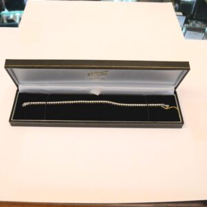 JJ Browne & Son - 18 carat white gold and diamond bracelet